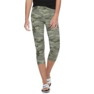 SO • Camo Capri Leggings
